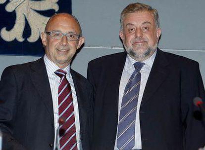 Cristóbal Montoro, del PP, (izquierda), con Octavio Granado, secretario de Estado de Seguridad Social.