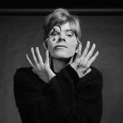 Una de las fotografías inéditas de Bowie del año 1967 que salieron a la luz el pasado mes de agosto.