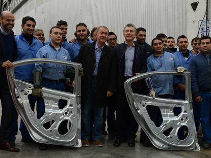 Mauricio Macri en mayo pasado, durante una recorrida por una fábrica de autopartes en la provincia de Córdoba.