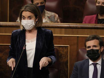 La portavoz del Grupo Parlamentario Popular en el Congreso, Cuca Gamarra, interviene en la sesión de control al Gobierno, este miércoles.