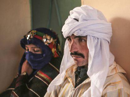 Una pareja, a punto de legalizar su matrimonio en un pequeño pueblo del Atlas marroquí.