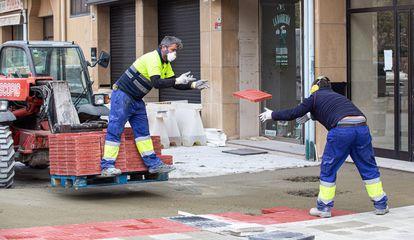 Trabajadores de la construcción en Logroño el 14 de abril.