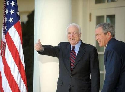 McCain es recibido por el presidente Bush en la Casa Blanca tras conocerse que será el candidato republicano a las presidenciales de 2008