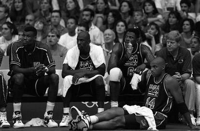 De izquierda a derecha, Robinson, Jordan, Ewing y Barkley en Barcelona '92.