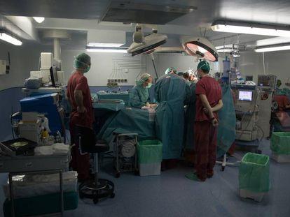 Una intervención quirúrgica en el Hospital Universitario La Paz, en Madrid.