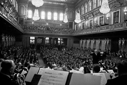Concierto de Año Nuevo de 1954, bajo la batuta de Clemens Krauss, director que popularizó la gala tras su 'desnazificación'.