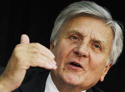 El presidente del Banco Central Europeo, Jean-Claude Trichet, gesticula durante la comparecencia de ayer en Francfort.