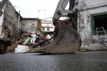 Obras de derribo de las casas de la calle Atocha Alta de A Coruña, la semana pasada.