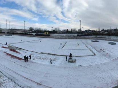 El campo de Las Pistas, nevado el martes por la mañana.