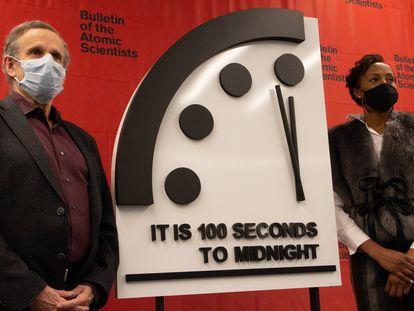 Imagen del reloj simbólico señalando 100 segundos para la medianoche.