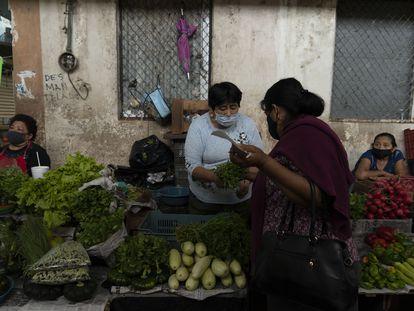 Comerciantes en el mercado del centro de la Ciudad de Campeche.