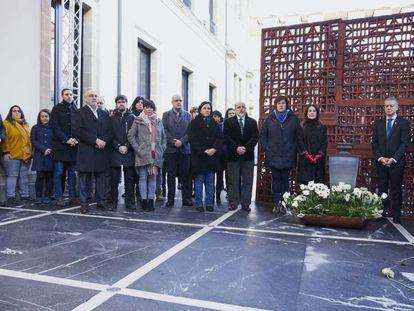 El Parlamento vasco conmemora el 'Día de la Memoria' con la participación de todos los partidos salvo el PP.