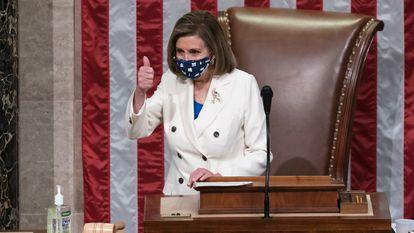 Nancy Pelosi, presidenta de la Cámara de Representantes, tras aprobar el plan de estímulo.
