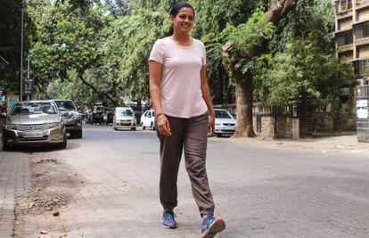 Srishtri Bakshi camina por las calles de Bombay. Su proyecto le llevó a recorrer India de punta a punta para hacer visible la inseguridad de la mujer en un país en el que se cometen una media de cuatro violaciones por hora.