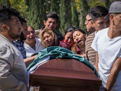 Familiares de Juan Carlos Medina, asesinado en Irapuato, Guanajuato.