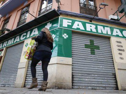 Farmacia cerrada en Valencia por la deuda del Consell.