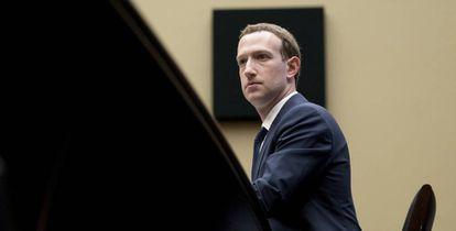 El presidente ejecutivo de Facebook, Mark Zuckerberg, durante su testimonio en el Congreso de Estados Unidos en abril de 2018.