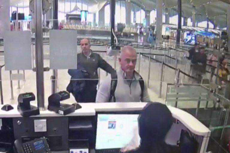 Michael L. Taylor y Georg-Antoine Zayek, el pasado 29 de diciembre en una imagen de seguridad del aeropuerto de Estambul.