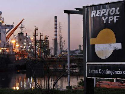 Las instalaciones de la petrolera YPF, en Avellaneda, Argentina.