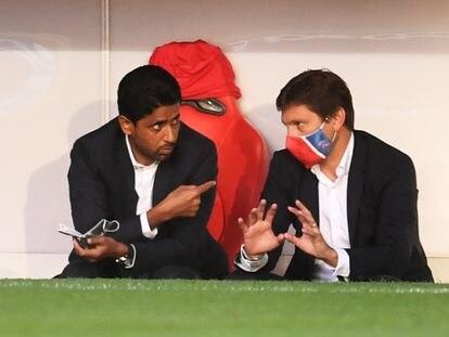 El presidente del PSG, Nasser Al-Khelaifi, y el director deportivo, Leonardo Nascimento, hace un año.