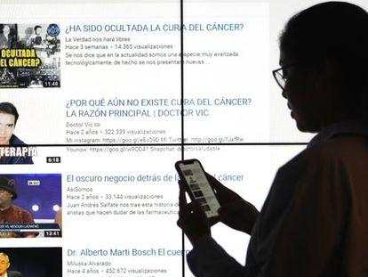 Una usuaria de internet hace una búsqueda en Youtube de vídeos para curar el cáncer.