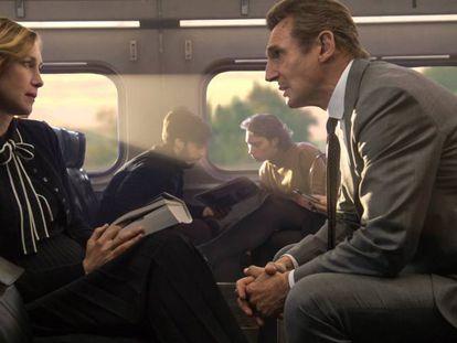Vera Farmiga y Liam Neeson, en 'El pasajero'.