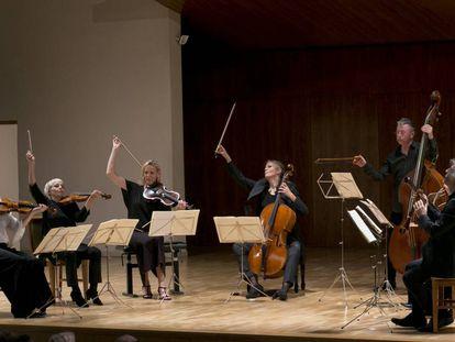 Arcos arriba tras el último acorde del último movimiento del 'Octeto' de Schubert.