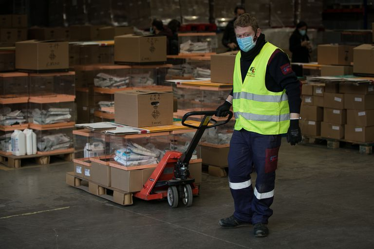 Preparations for the distribution of health prevention material for the members of the tables of the Catalan elections.