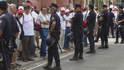 Protesta de los trabajadores de Santana ante el Palacio de San Telmo, Sevilla.