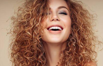 Conseguir una melena bonita y con rizos de aspecto natural es el objetivo del método 'Curly Hair'.