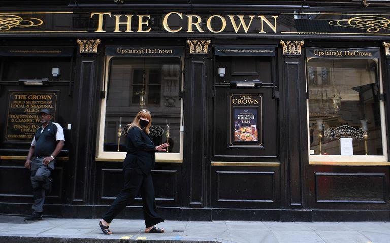 Los 'pubs' podrán reabrir a partir del 4 de julio. En la imagen, un establecimiento en Londres, este martes.