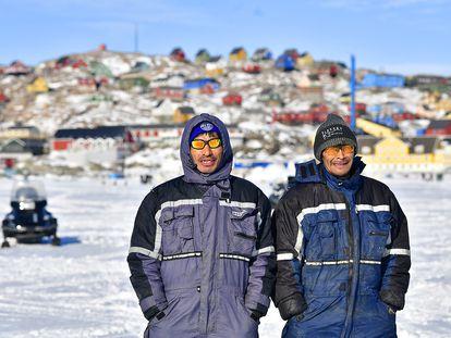 Dos vecinos del poblado  pesquero de Uummannaq.