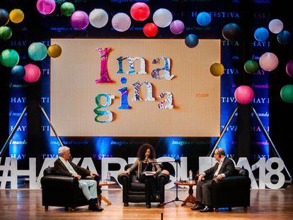 Mario Vargas Llosa, Leila Guerriero y Salman Rushdie, durante una charla en una imagen de archivo del Hay Festival de Arequipa.