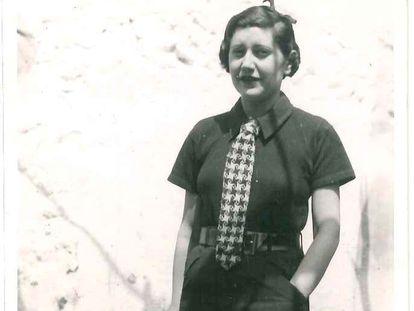 La periodista Josefina Carabias, de vacaciones en su pueblo, Arenas de San Pedro, en 1934. / ARCHIVO FAMILIAR