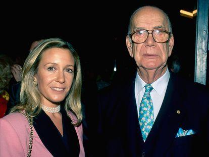 El escritor y premio Nobel Camilo José Cela y su esposa Marina Castaño, en una imagen de 2000.