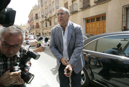 Enrique Ortiz, a su llegada a los juzgados de Orihuela para declarar por la 'Operación Brugal'.