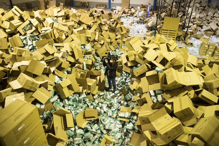 La policía descubre en Santiago de Compostela el robo de material sanitario por valor de cinco millones de euros.