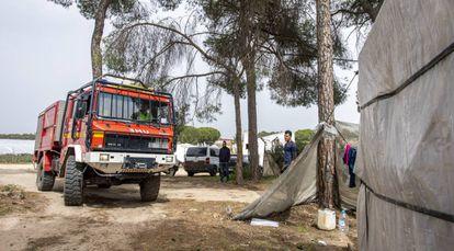 Miembros de la UME en los asentamientos de inmigrantes de Lucena del Puerto (Huelva) a 19 de marzo 2020.