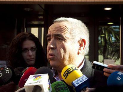 El empresario Ángel Fenoll a las puertas de los juzgados.