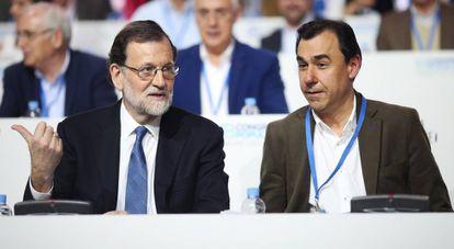 Mariano Rajoy (i) y Fernando Martínez-Maillo