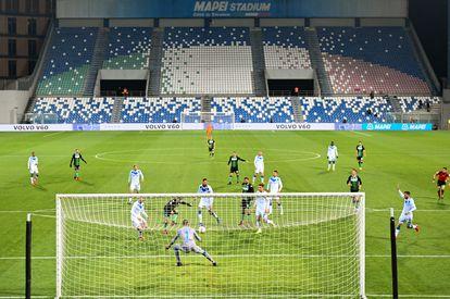 Jugada de gol de Francesco Caputo en el Sassuolo-Brescia, uno de los últimos partidos disputados en la Serie A.