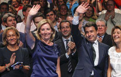 Aguirre y González saludan durante el acto del PP madrileño.