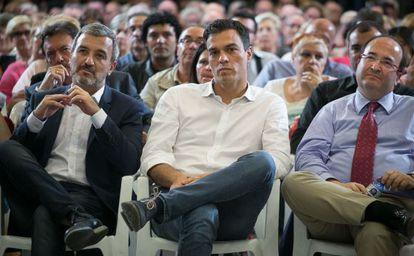 Jaume Collboni (I) junto a Pedro Sanchez (C) y Miquel Iceta (D).