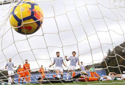 Gol del malaguista Chory Castro a la Real Sociedad la pasada jornada.