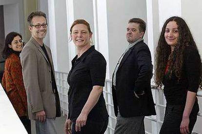 De izquierda a derecha, Claudia Giannetti (Mecad), Rudolf Frieling (SF MOMA), Gaby Wijers (The Netherlands Media Art Institute Montevideo), Tina Weidner (Tate Gallery) y Johannes Gfeller (ActiveArchives).