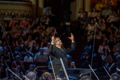 Riccardo Muti conducting the 'Luigi Cherubini' Youth Orchestra during the concert, last Sunday in Yerevan.