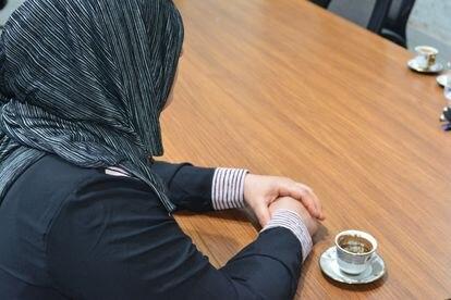 Zeinab (nombre ficticio), víctima de malos tratos, en la sede de OWFI, que le dio refugio para rehacer su vida y evitar represalias de su familia.