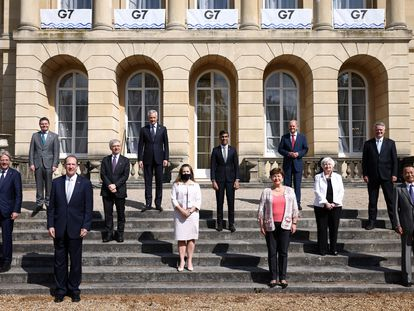 Foto de familia de los ministros de finanzas del G 7 en el palacete de Lancaster House en Londres, este sábado.