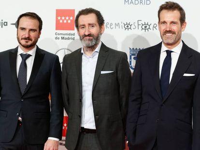 Desde la izquierda, Aitor Arregi, Jon Garaño y Jose Mari Goenaga, los directores de 'La trinchera infinita'. En el vídeo, tráiler de la película.