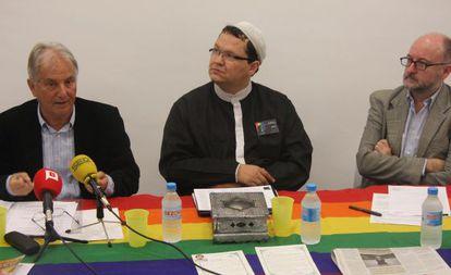 Zam-Zam, en el centro, durante la presentación de la asociación AMHO.